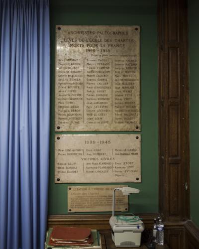 Plaques commémoratives dans l'ancienne grande salle de cours de l'École