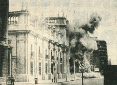 Coup d'État du 11 septembre 1973. Bombardement de La Moneda (palais présidentiel, Santiago du Chili)