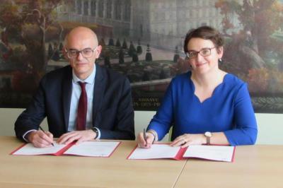 Thierry Verdel et Michelle Bubenicek signent un accord-cadre de partenariat entre l'Université Senghor à Alexandrie et l'École