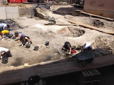 Les élèves de première année en stage à l'Unité archéologique de Saint-Denis