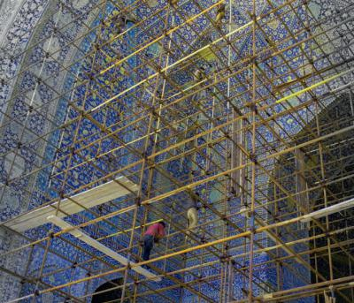 Échafaudage pour la restauration d'un iwan de la mosqué du Chah à Ispahan, A. Mendes, 2017