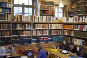 La bibliothèque de l'École des chartes, à la Sorbonne (en 2014, avant son déménagement à Richelieu))
