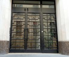 Porte au 65, rue de Richelieu, ferronneries par Raymond Subes