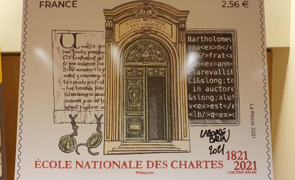 Le timbre émis en l'honneur du bicentenaire de l'École, dédicacé par Christophe Laborde-Balen, illustrateur et graveur du timbre