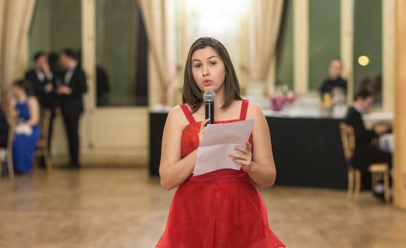 Discours de Caroline Benoit, élève de 1ʳᵉ année, pour l'équipe d'organisation du bal
