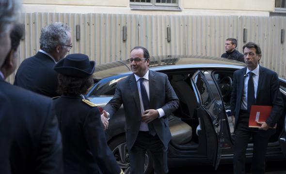 Arrivée du Président de la République accueilli par le directeur de l'École et le président du conseil d'administration