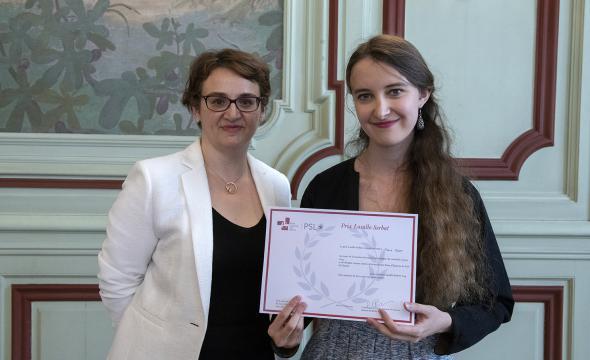 Michelle Bubenicek décerne le prix Lasalle-Serbat à Julie Glodt