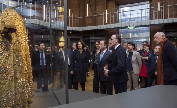 François Hollande, président de  la République, accueilli dans la rotonde des Arts du spectacle, par Joel Huthwohl (prom. 1997)