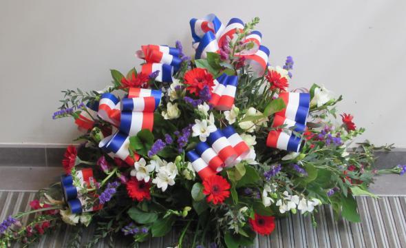 Gerbe de fleurs en hommage aux chartistes victimes de la «Grande Guerre»