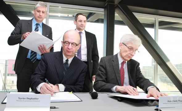 Signature du contrat de partenariat: Xavier Duplantier, président de Sérendicité et Jean-Claude Waquet, président de l'établissement public Campus Condorcet
